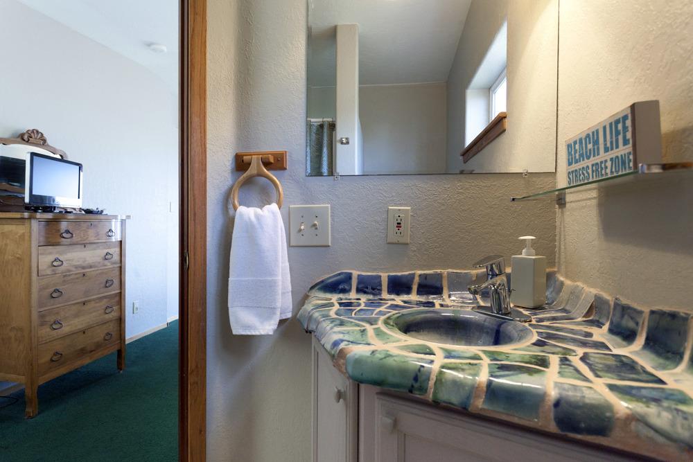 Main House BedroomBath#2.jpg