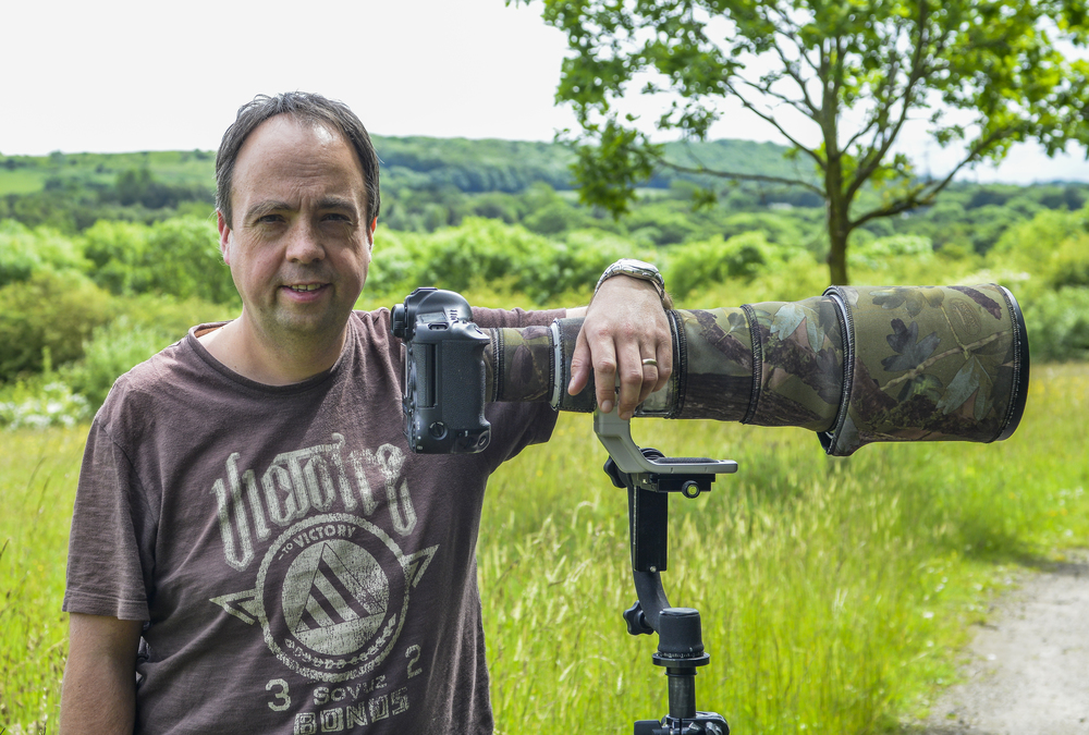 David with his Canon 1DX DSLR and 500mm lens during a wildlife shoot