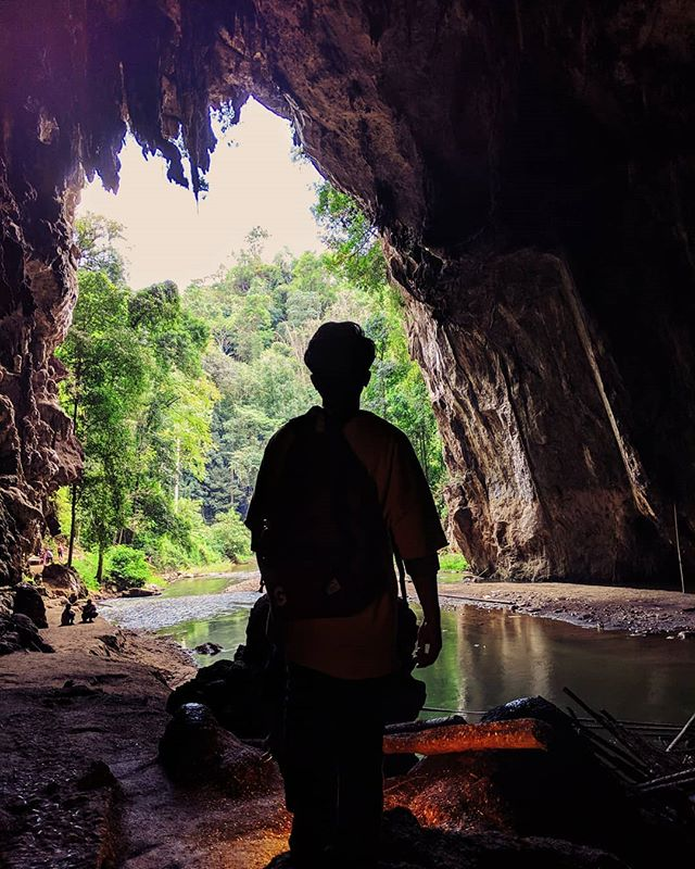 Cracked enough Elon Musk submarine jokes while exploring this cave. . . . #thamlod #paithailand #shotbypixel #teampixel #googlepixel #thailand🇹🇭 #thailandtravel #caveexploring #cave #googlepixel #thaicave