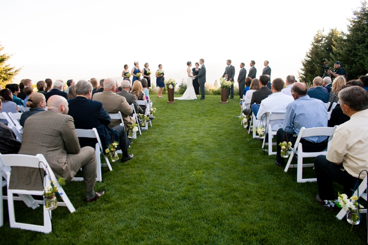 wedding ceremony at gorge crest vineyards