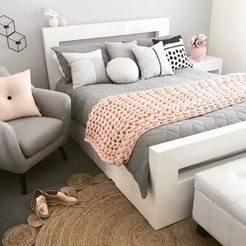 A beautiful example of a simple, elegant bedroom. Simply stunning! 📷 via @istome_store #bedroom #homedecor #pink #grey #renovation #renovate #housetohome #decordailydose