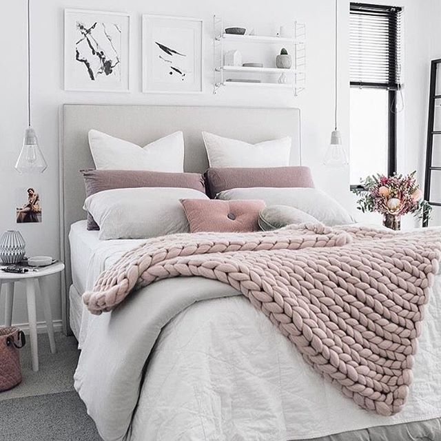 This bedroom via @immyandindi is just fabulous!!! I love the colours! #bedroom #bedroomdecor #renovationinspiration #renovationlife #remodel #decor #housetohome #homestyling