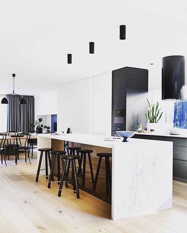 Cool kitchen! Interesting choice of pendants! #homestyling #housetohome #decor #remodel #renovationlife #kitchen #kitcheninspiration #kitchendecor