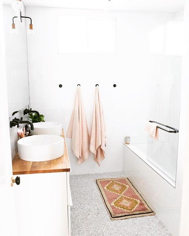 Pretty #bathroom 📸 via@shoptsyle #scandi #bathroomdecor #decor #homestyling #homedecor #remodel #renovationlife #homestyling