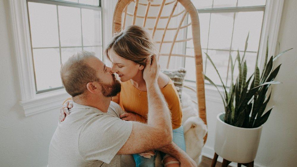 Trendy+Modern+Wedding+Photographer+Couple+PHotos+In+Home+House+Living+Room+Inspiration+Design+.jpg