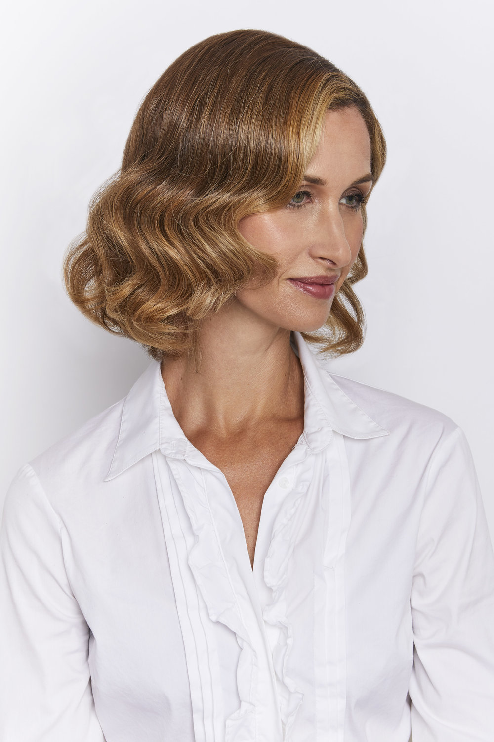 BE ROMANTIC  Soft, enchanting waves for a modern-day fairytale look.