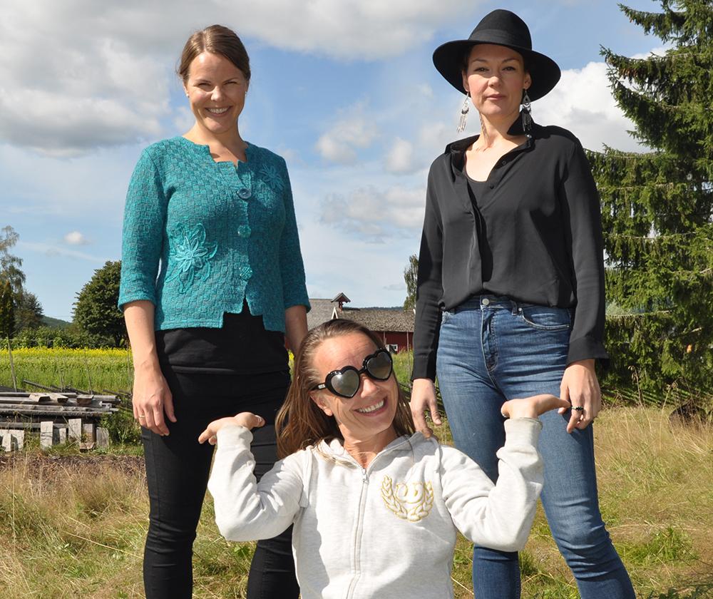 Bidrar: Merete Kemi Wear vil vise frem talentfulle naboer. Kari Lise Høgseth (t.v.) og Christine Lingaas er to av flere musikere fra Økolandsbyen som synger på Høstivalen.