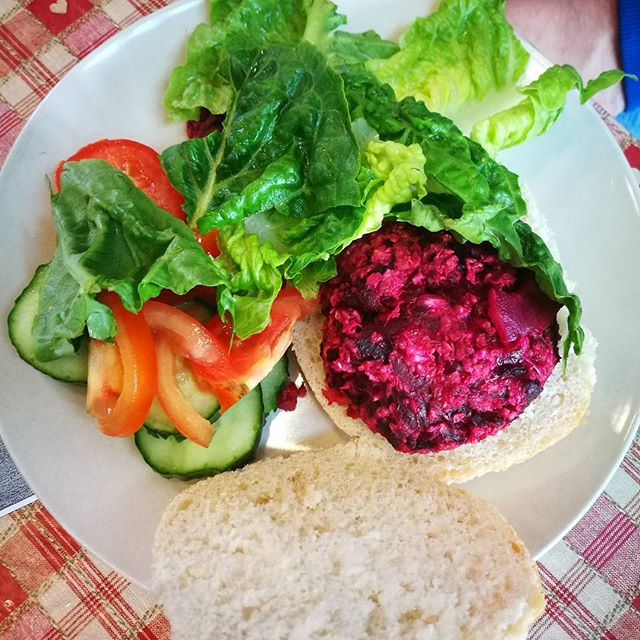 A colourful cookery session last Friday with beetroot burgers and salad!!