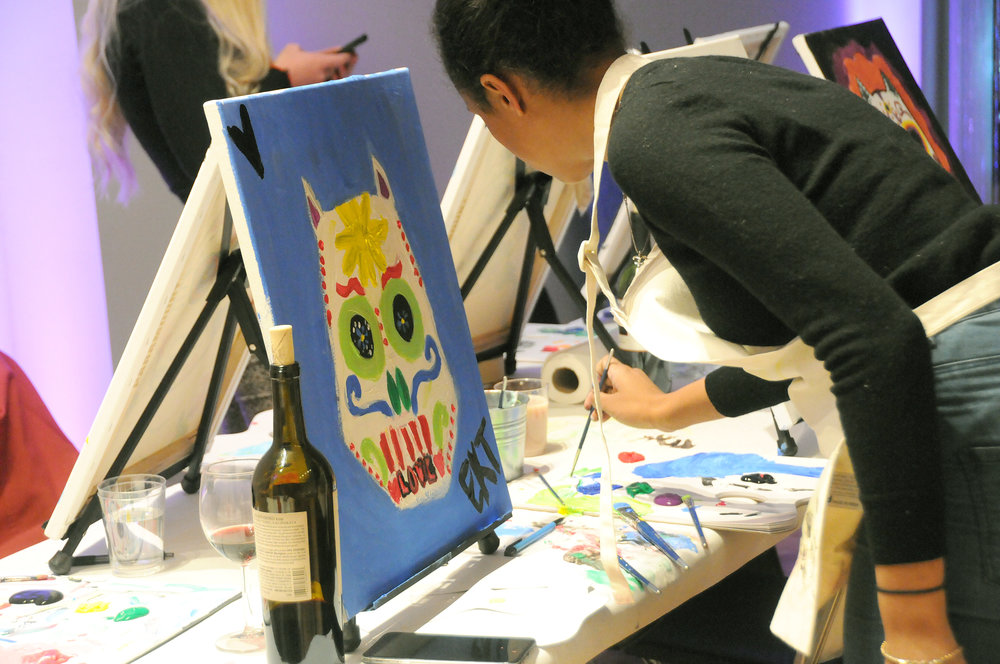 Unarthodox_BottledArt_PaintAndSip_ArtAndWineClass_PaintingClassNewYork_DateNight_UniqueArtClassesNewYork