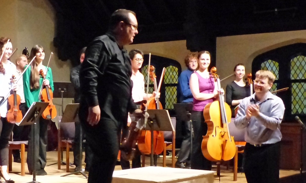 Concertmaster Amos Fayette takes a bow.