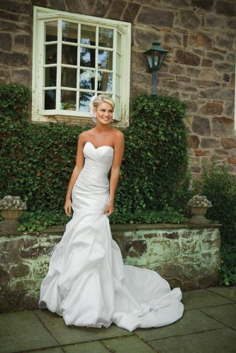E231130-spring-2011-wedding-dress-2bebride__teaser.JPG