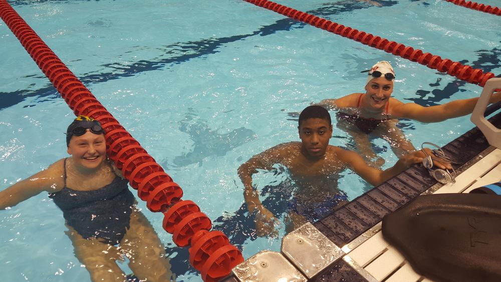 Adversaire en compétition, mais coéquipière dans l'eau!