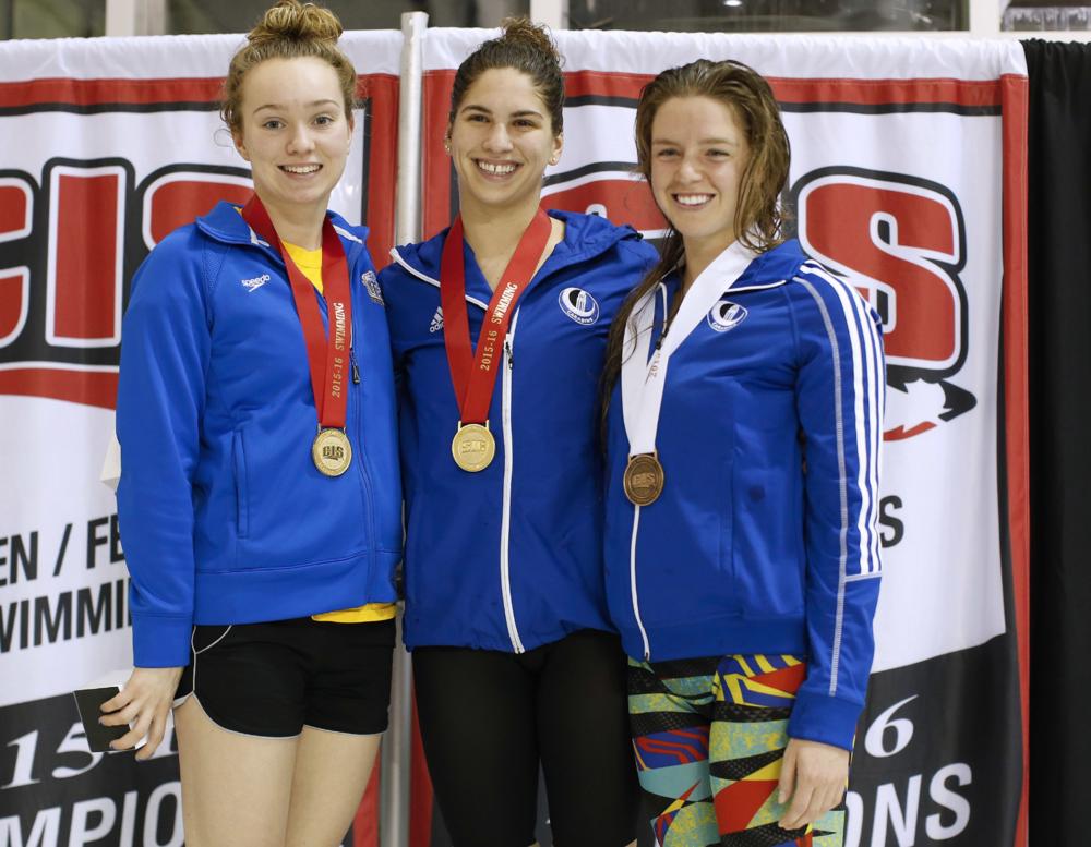 Sophie, médaillée d'or au 100m papillon au championnat inter-universitaire canadien 2016