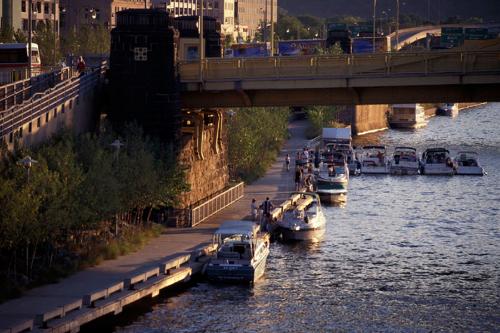 Park access from below Seventh Street bridge