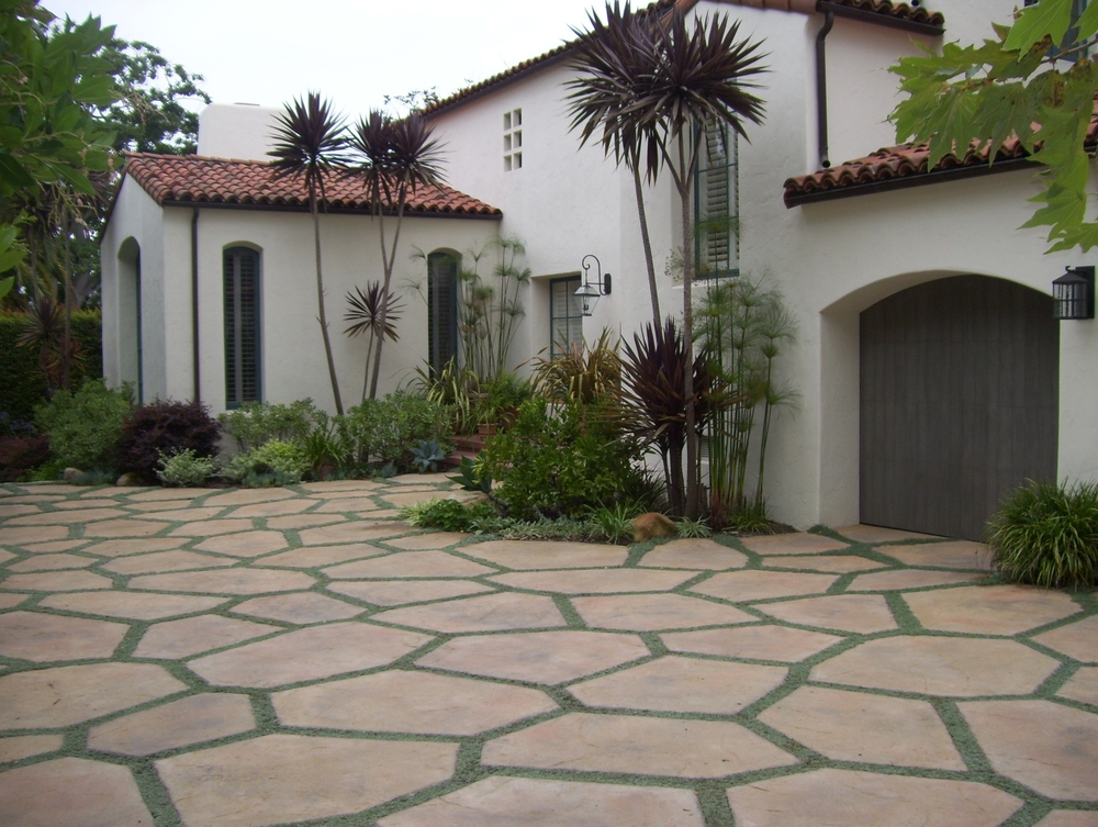 Hardscape-driveway-with-ground-cover.jpeg