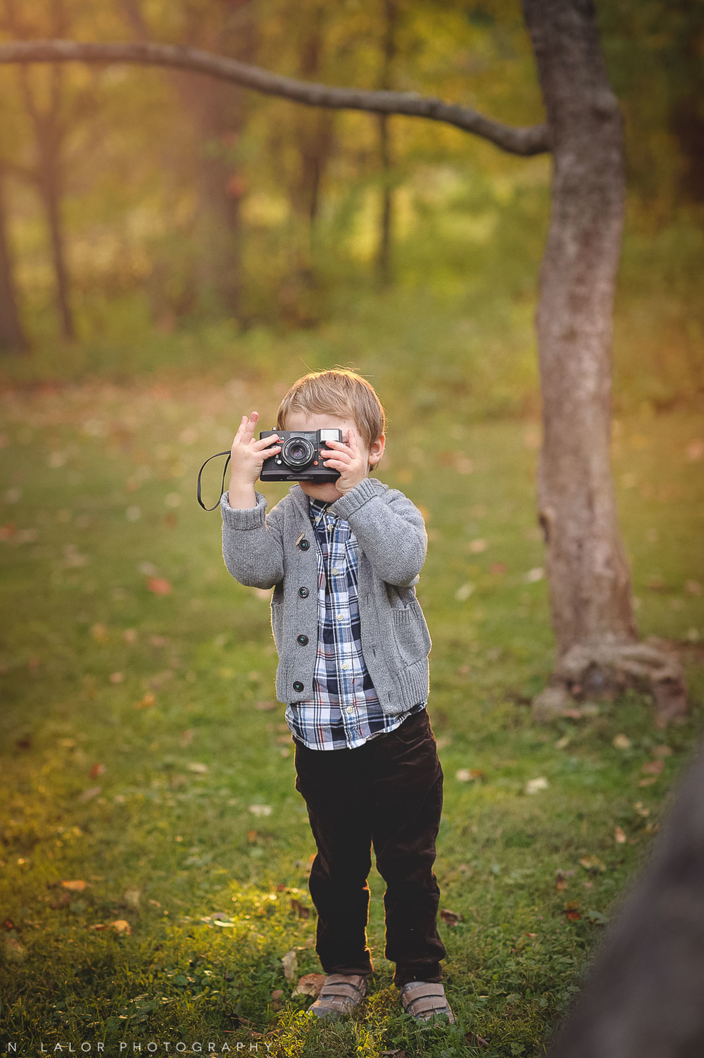 nlalor-photography-boy-fall-new-canaan-nature-center-photo-session-3.jpg