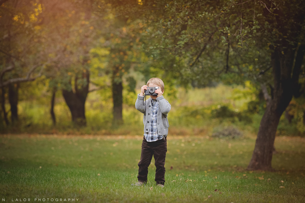 nlalor-photography-boy-fall-new-canaan-nature-center-photo-session-5.jpg