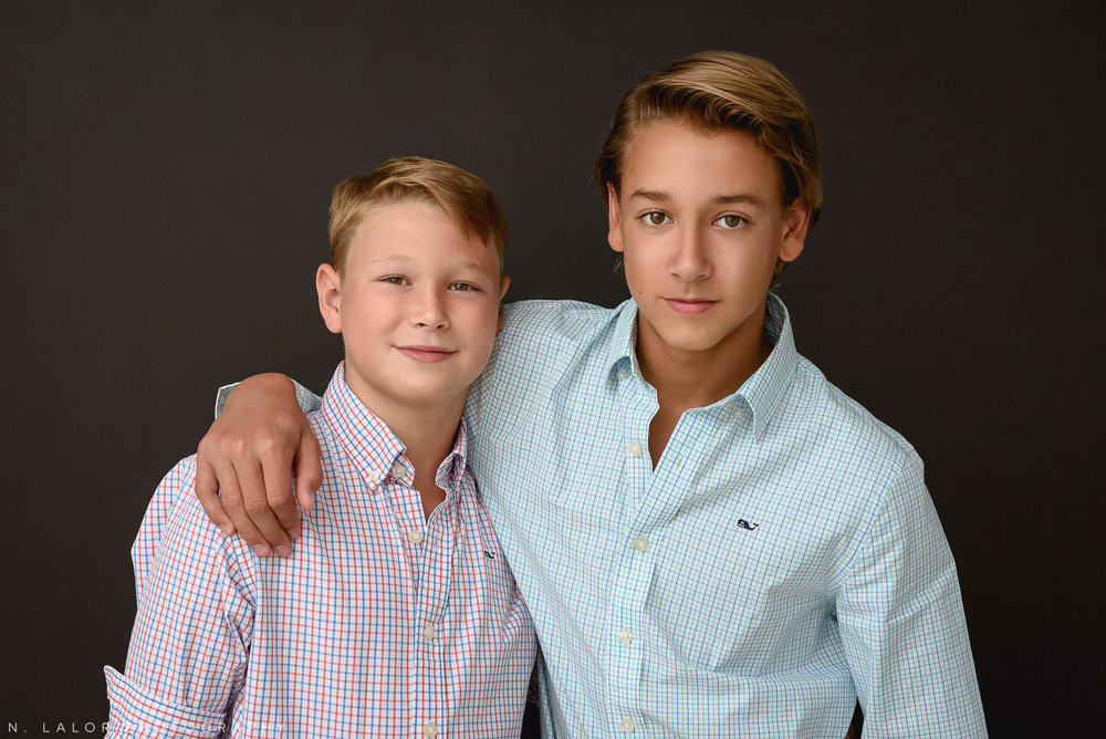 nlalor-photography-2018-greenwich-two-boys-family-with-mom-16.jpg