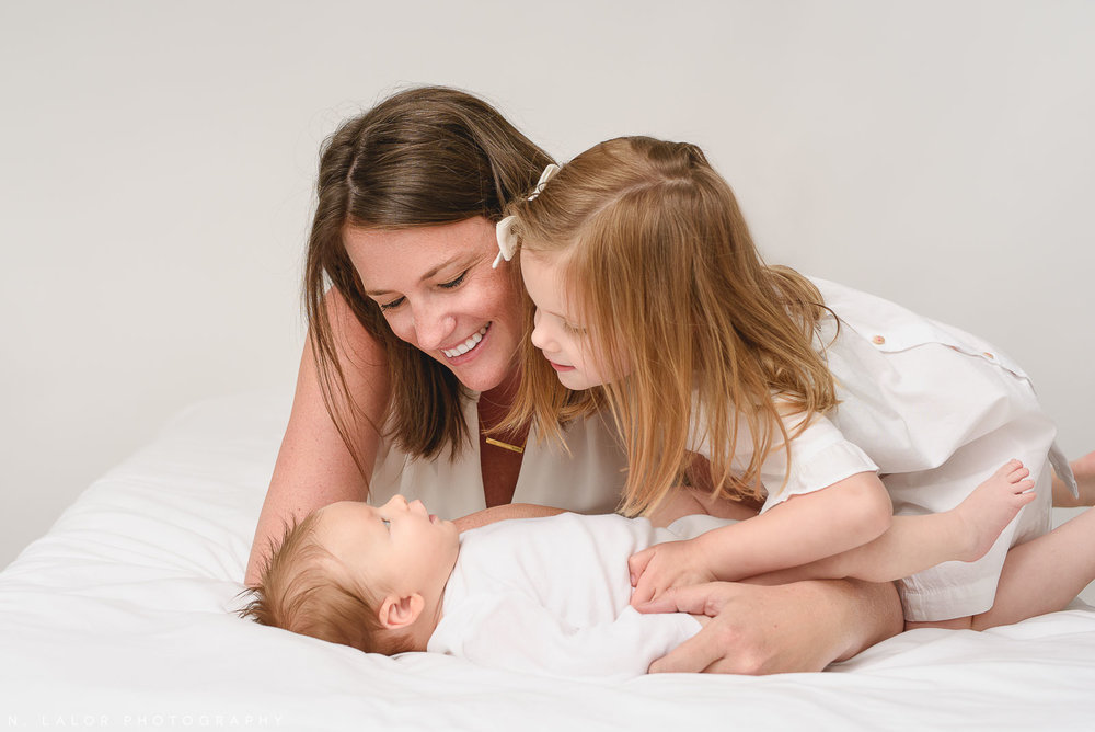 09-greenwich-connecticut-newborn-family-portraits.jpg