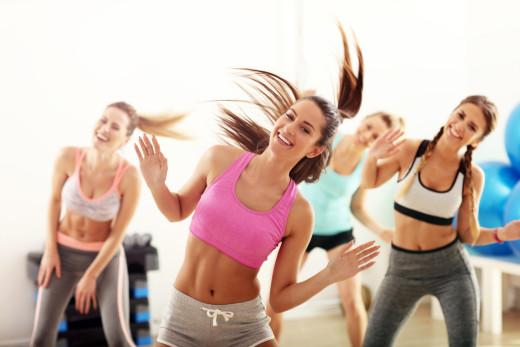 Na plesne vaje pogosto prihajajo zanimivi ljudje različnih poklicev, starosti in osebnosti. Ker je ples zabaven, je vzdušje sproščeno, zaradi česar se hitro navežejo pristni prijateljski stiki.(Foto: iStock)