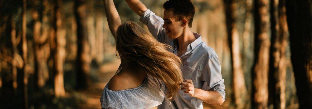 Če možu ne zaupamo in ga ne podpiramo (tudi z besedami spodbude in pohvale), ampak mu jemljemo nadzor iz rok in ga kritiziramo, ne bo mogel biti moški, ki si ga želimo. Postal bo apatičen in naveličan. Me pa utrujene in zagrenjene.  (Foto: www.diz.si/zaradi-plesa-sem-postala-boljsa-zena/)