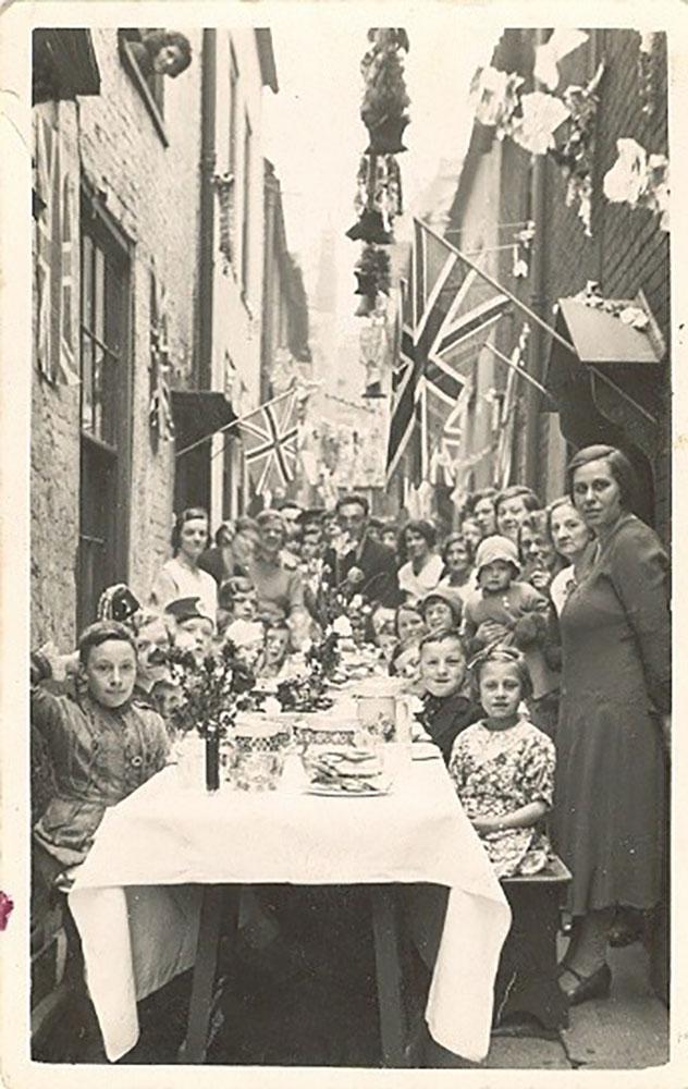 Celebratory Street Party - Row 116, 1935