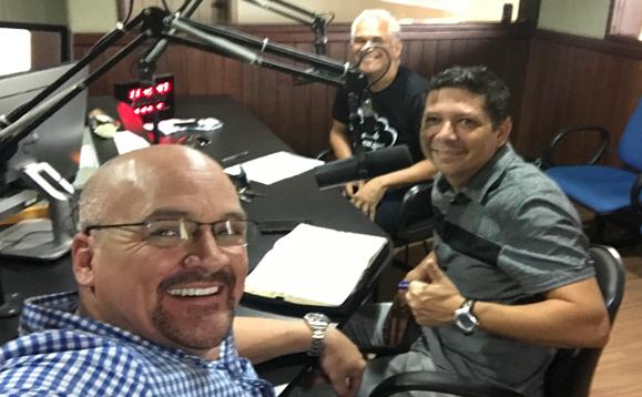 Los programas matutinos de radio en Rio fueron explosivos.