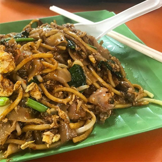 FACT: @AnthonyBourdain's suggestions have never let me down. Ate one of his favorite dishes (char kway teow) in Singapore and I will be dreaming about it forever. 🤤