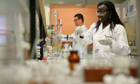 MDG : Scientific research in Africa : Scientist at University of Cape Town,