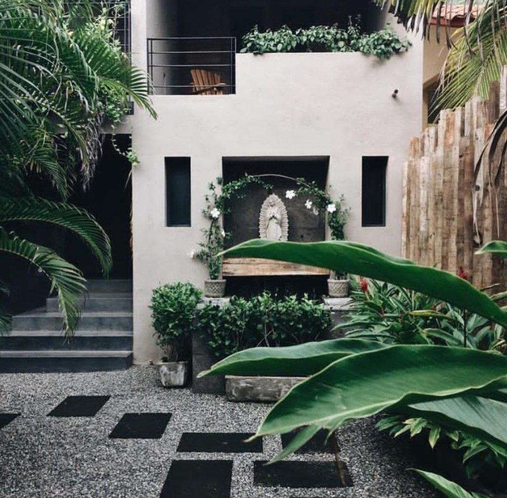 Lo Sereno_Courtyard.jpg