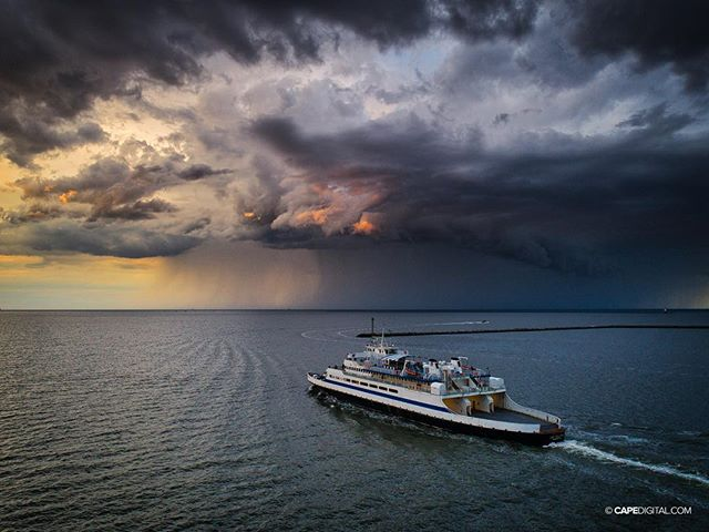 Folks headed to Cape May last night on the ferry had a great view of a thunderstorm rolling through the bay... . . . . . #rain #instaweather #clouds #cmlferry #hopeyabroughtyourrubberschiefy