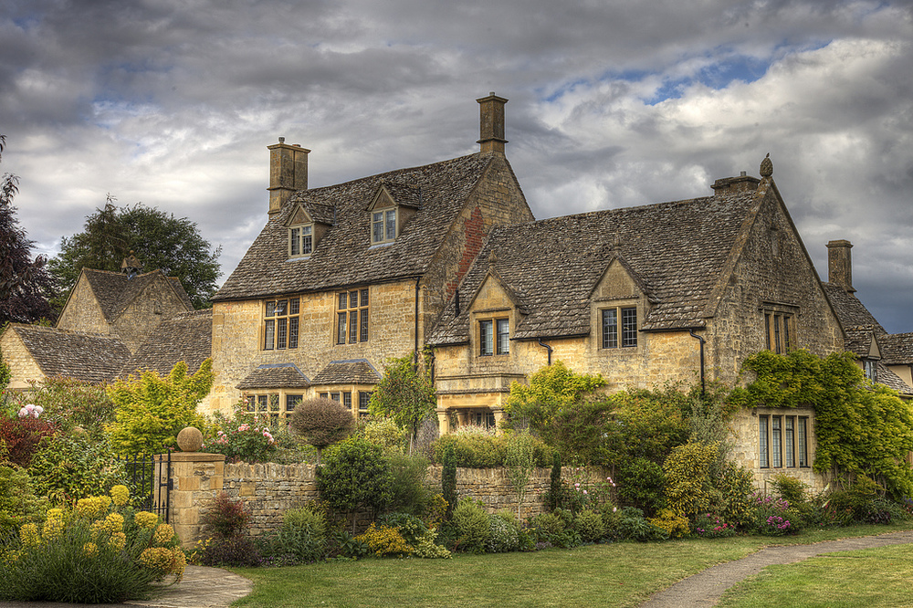 englishcottagedreams: Cotswold stone house in Chipping Campden, Gloucestershire (by Mike Morris UK)