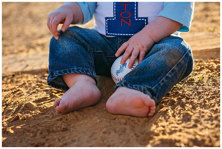 Eastons-first-birthday-session-watauga-baseball (13).jpg