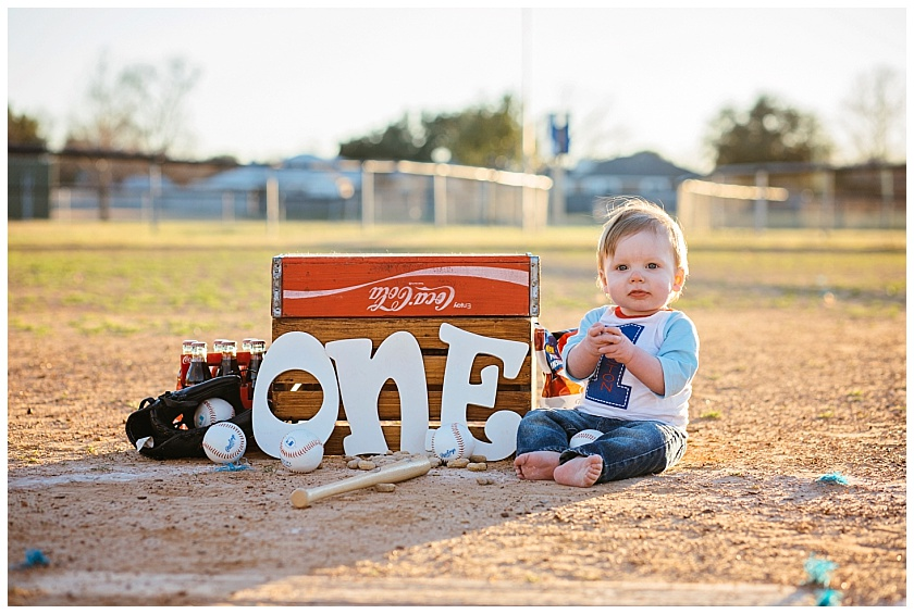 Eastons-first-birthday-session-watauga-baseball (14).jpg