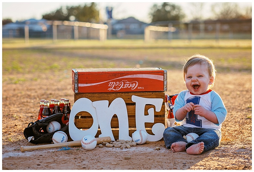 Eastons-first-birthday-session-watauga-baseball (15).jpg