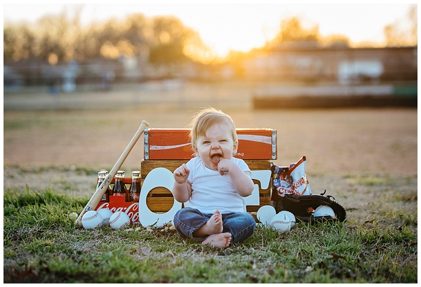Eastons-first-birthday-session-watauga-baseball (18).jpg