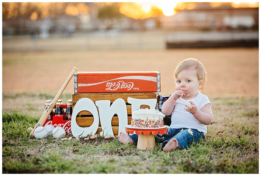 Eastons-first-birthday-session-watauga-baseball (25).jpg