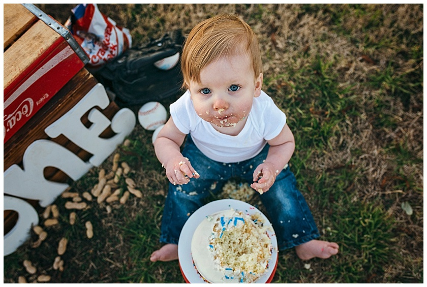 Eastons-first-birthday-session-watauga-baseball (27).jpg