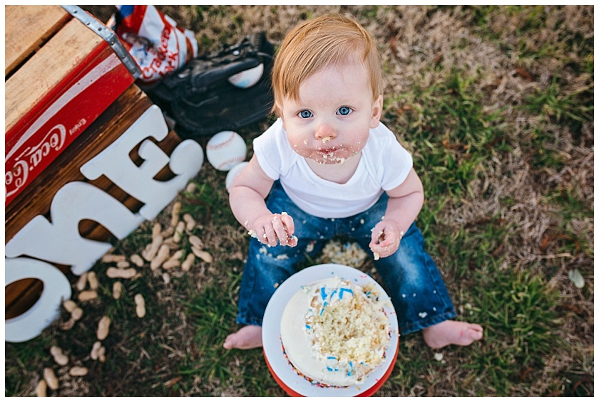Eastons-first-birthday-session-watauga-baseball (28).jpg