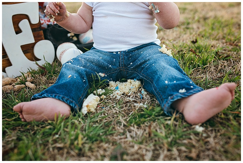 Eastons-first-birthday-session-watauga-baseball (30).jpg