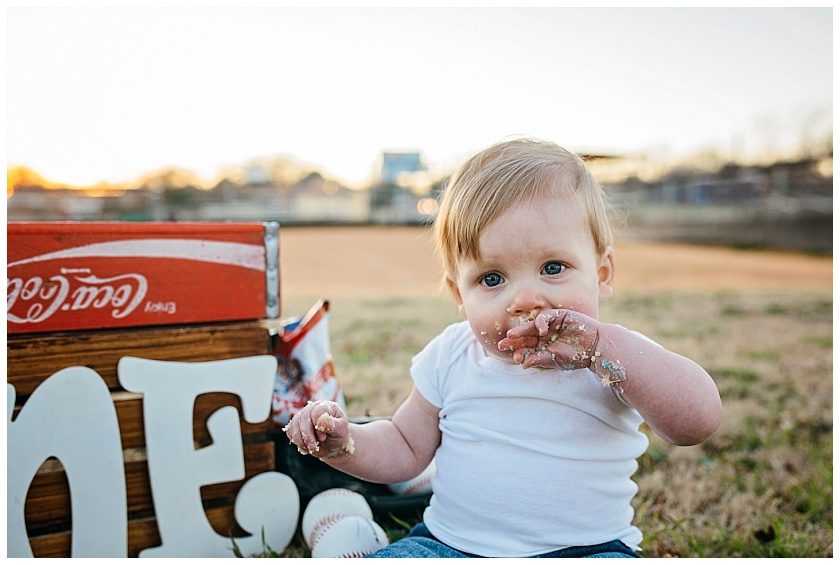 Eastons-first-birthday-session-watauga-baseball (31).jpg