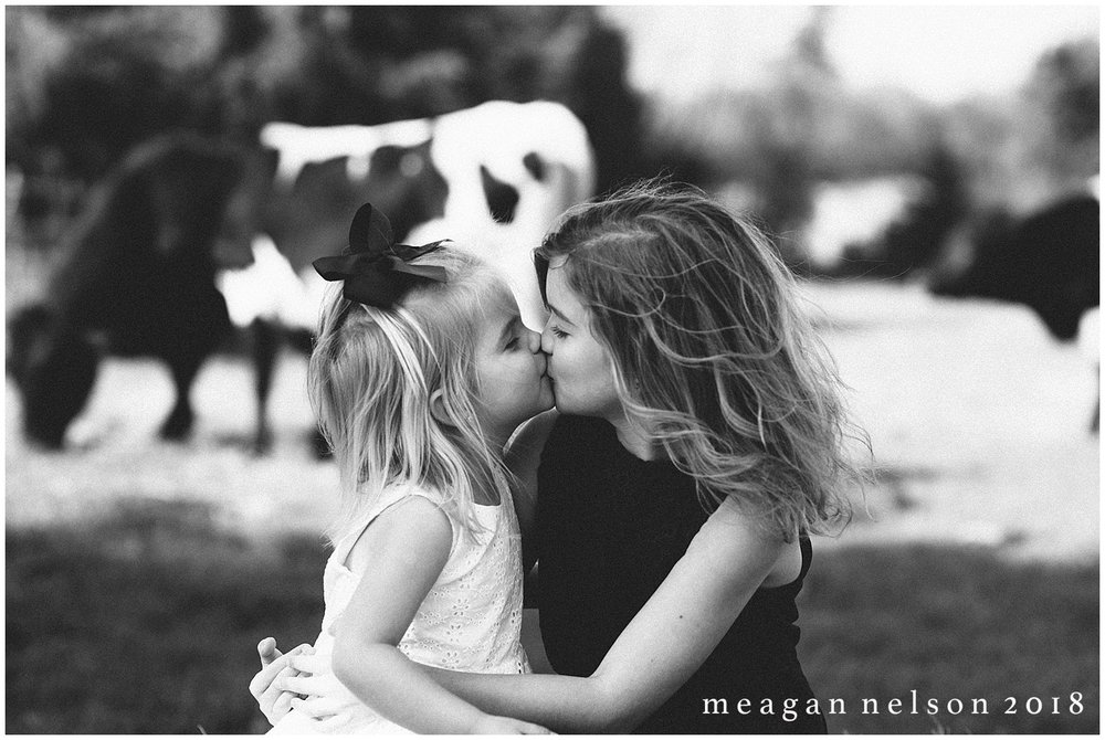 fort_worth_family_photographer_cow_mini_sessions050.jpg