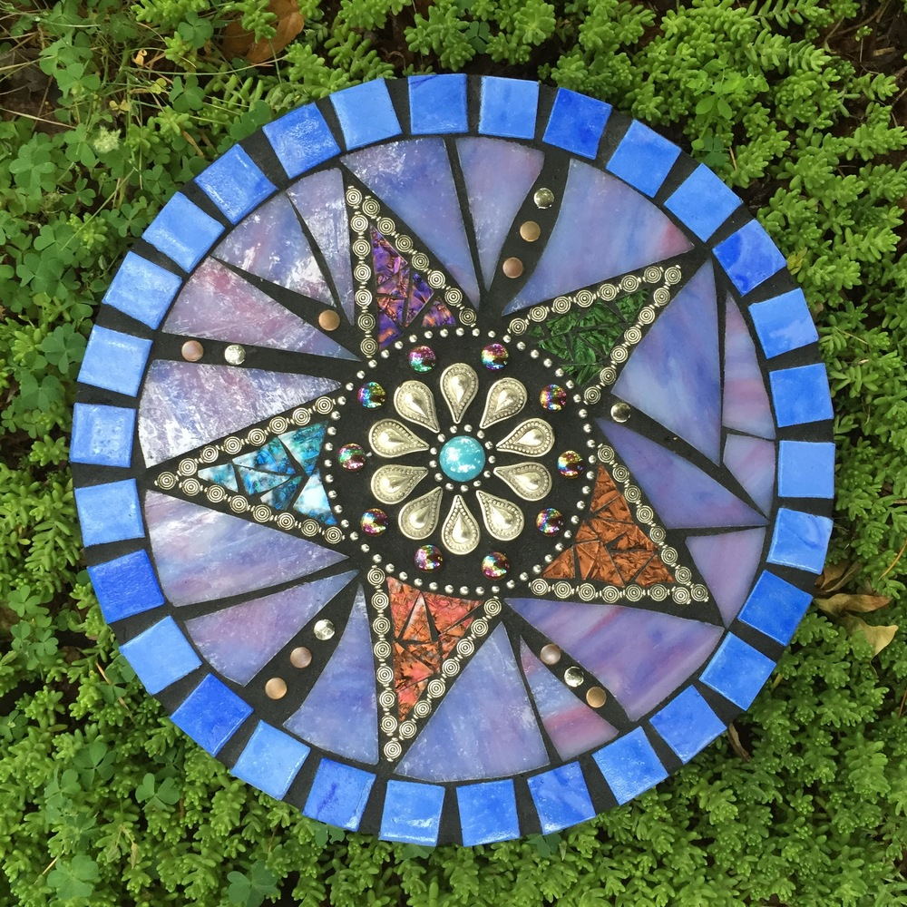 Merveilleux Mosaic Garden Stone