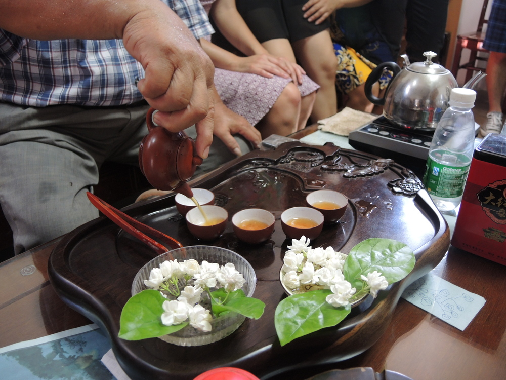 Fragrant home-grown jasmine flowers and kung fu cha tea ceremony by third granduncle