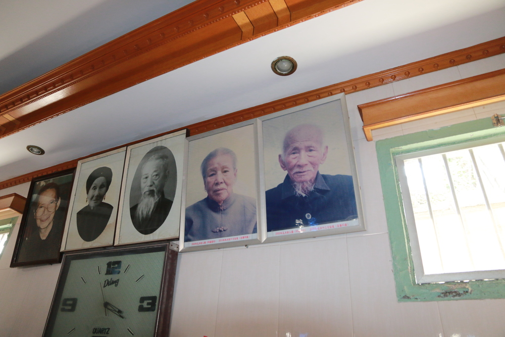 (Left to right) My great grandaunt, great-great grandparents, great grandparents (my maternal grandfather's parents)