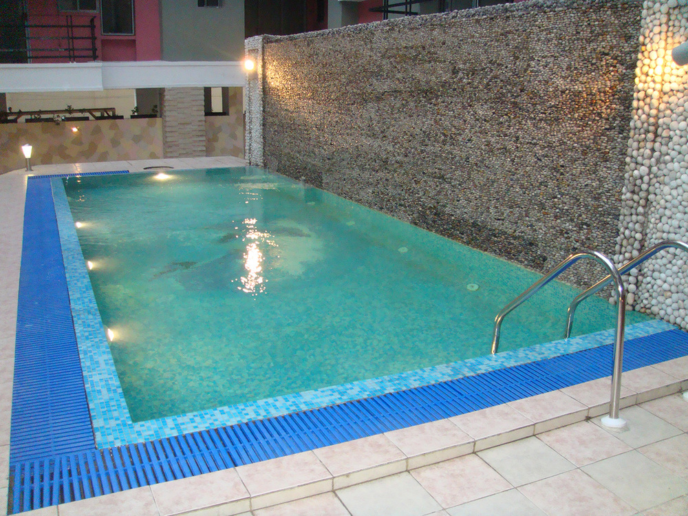 Jacuzzi Pool.JPG