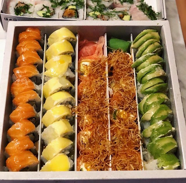 Fiaquita Nikkei 🥢🍣 Los platos más buenazos de la cocina fusión también llegan a tu casa cuando no tenés ganas de salir #TuCasaTuCausa ✨🕺🏼 Delivery + Take away 👉 www.lacusanikkei.com #unitealacausa #buenosaires #peruano #nikkei #fiaquitaNikkei