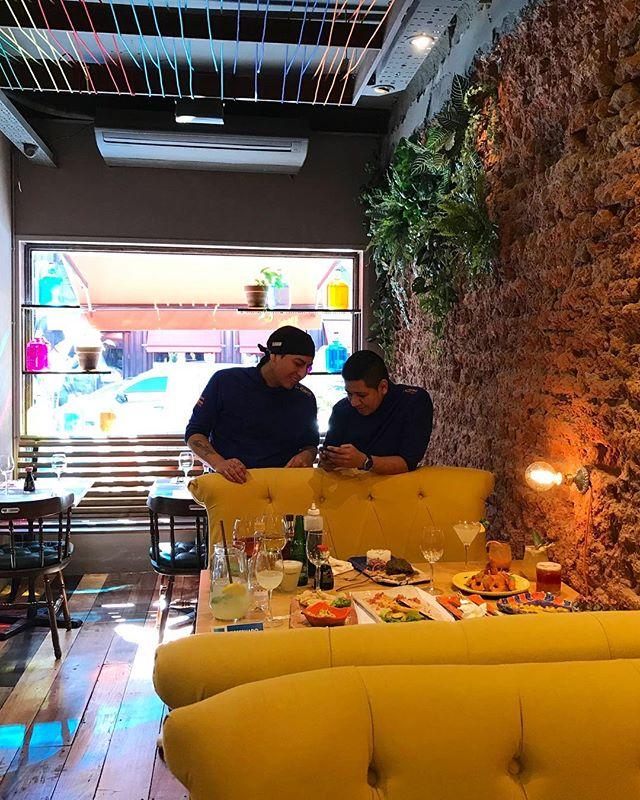 Nuestro equipo planeando nuevos platos para la Causa 🤩 Ya se imaginan lo que se viene? #Dangelo #Paulo #EquipoCauseño #peru