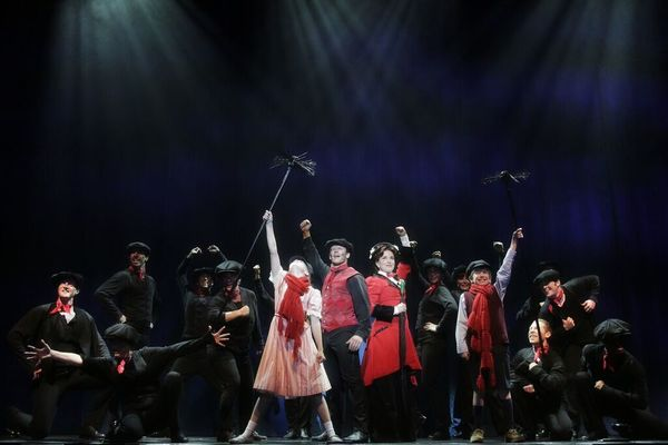 Kara Lindsay, Nicolas Dromard, and the cast of Mary Poppins at North Carolina Theatre