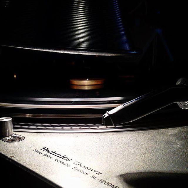 Sides on sides #sidesonsides #vinyl #vinylcutting #vinylmastering #album #records #technics #technicssl1200mk2